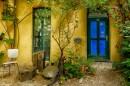 דלת כחולה