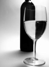 תמונה של בקבוק וכוס   תמונות