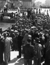 תמונה של תל אביב 1937 טקס בנמל   תמונות