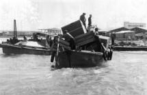 תמונה של תל אביב 1937 ארגזי מטען | תמונות