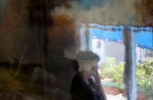 תמונה של חלון, אישה ונוף Waiting | תמונות