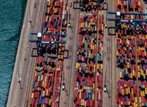 תמונה של מכולות צבעוניות בנמל | תמונות