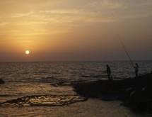 תמונה של דייגים בשקיעה | תמונות