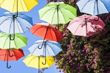 מטריות צבעוניות