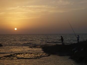 דייגים בשקיעה