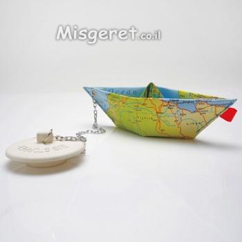 סירה עם  פקק לאמבטיה