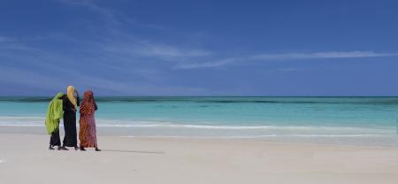 נשים בחוף זנזיבר