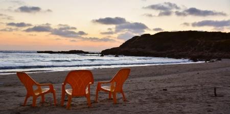 3 כסאות