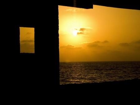 מבעד לחלון