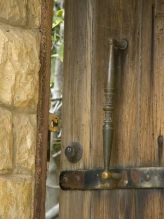דלת עץ בצפת