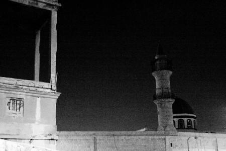 מסגד בלילה קר