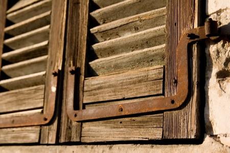 חלון עץ