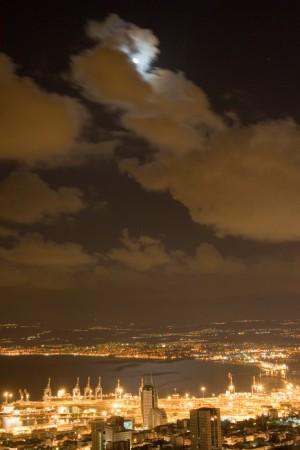 ירח על מפרץ חיפה
