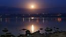 ירח על כנרת סגולה
