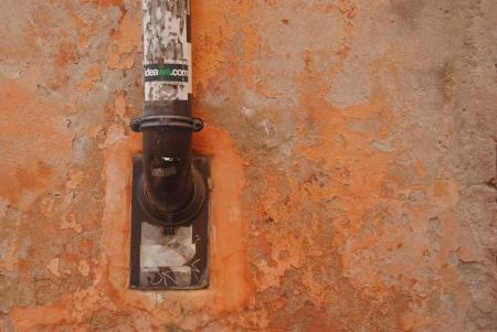 צינור בקיר