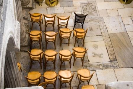 כסאות בודדים