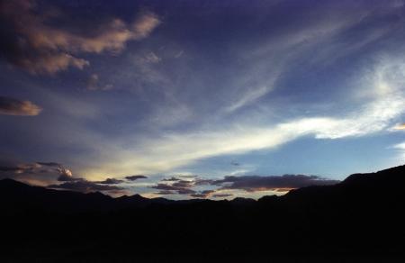 עננים אל האופק