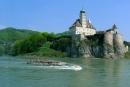 טירה מעל הנהר