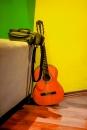 גיטרה בשלושה צבעים