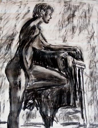 אישה בעירום נשענת על כסא