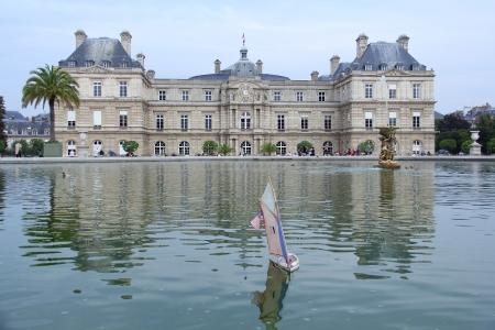 הארמון והסירה