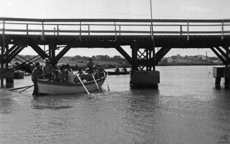 תל אביב 1939 סירות וגשר