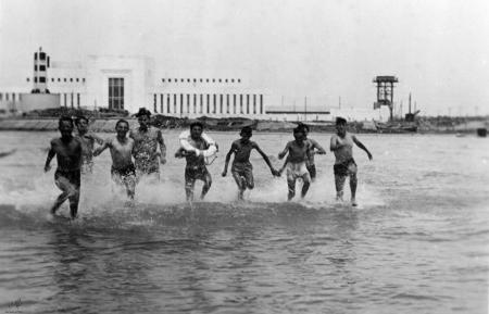 תל אביב 1939 רצים בים