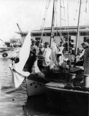 תל אביב 1939 קצין וחניכים