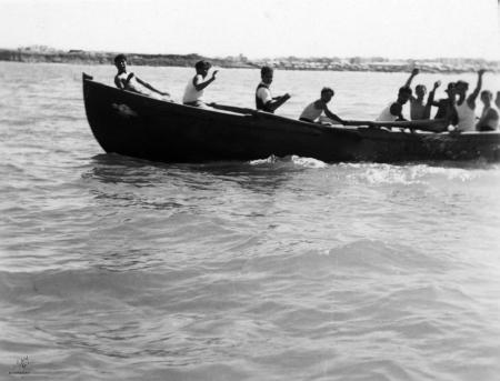 תל אביב 1939 בסירת משוטים