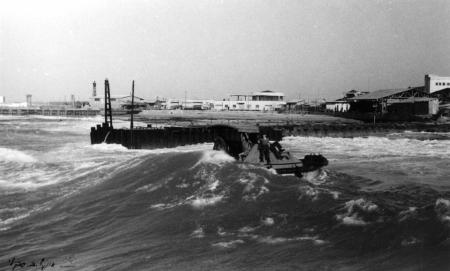 תל אביב 1938 גלים וסירה