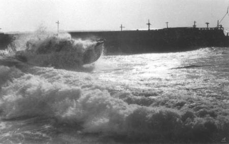 תל אביב 1937 סירה בסערה