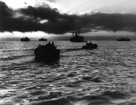 תל אביב 1937 סירות בשקיעה