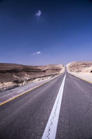 הלבן שבכביש