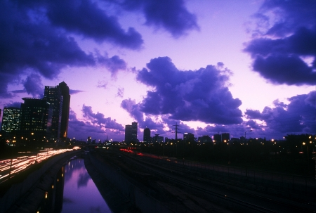 שמיים מעל תל אביב