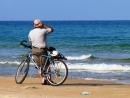 על אופניים בים