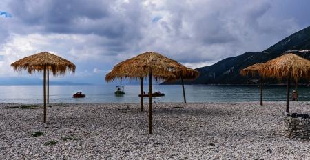 חוף ביום סגרירי