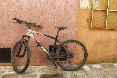 אופניים וקיר