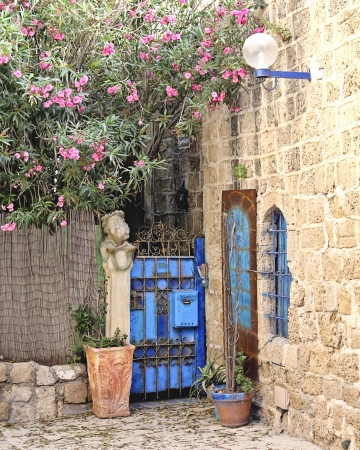 דלת כחולה ביפו