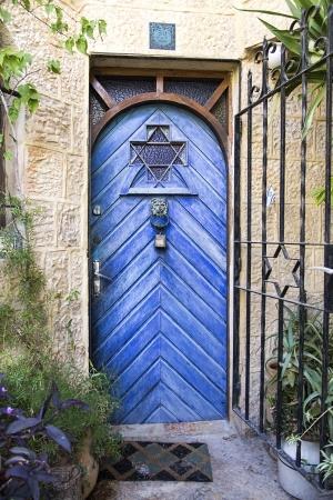 דלת כחולה בימין מושה