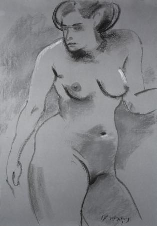 אישה עומדת