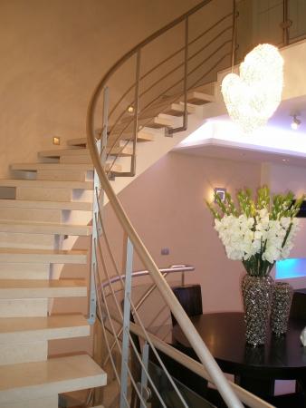 עיצוב של מדרגות מרחפות | עיצוב פנים
