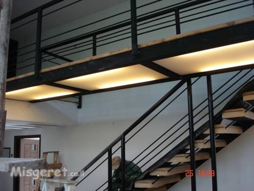 בית פרטי - מדרגות
