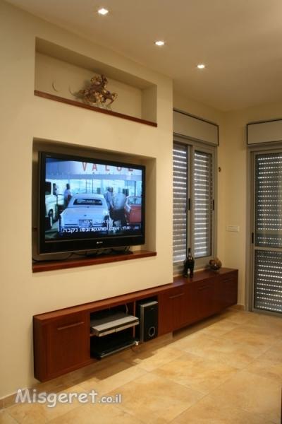 נישת טלוויזיה בסלון