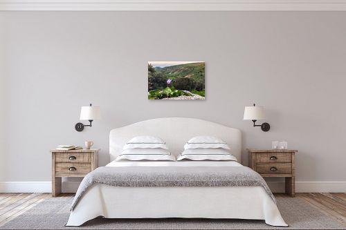 תמונה לחדר שינה - מיכאל שמידט - רקפת עם נוף לים - מק''ט: 252516