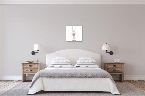 תמונה לחדר שינה - Artpicked - ארנבת פיה - מק''ט: 331771
