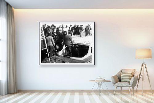 תמונה לבית - דוד לסלו סקלי - תל אביב 1937 יורדים לסירה - מק''ט: 146004