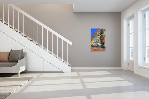 תמונה לחדר מדרגות - מתן הירש - רוכבים בטיילת - מק''ט: 283452