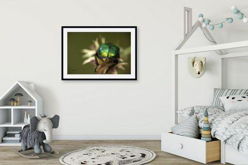 תמונה לחדר ילדים - ענת שיוביץ - מקרו חיפושית בפעולה - מק''ט: 329133
