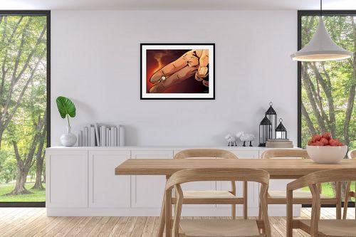 תמונה לפינת אוכל - חנן אביסף - אצבעות מחזיקות סיגריה - מק''ט: 304275