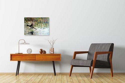 תמונה לחדרי המתנה - חיה וייט - צפור מדלגת על מים זורמים - מק''ט: 213280